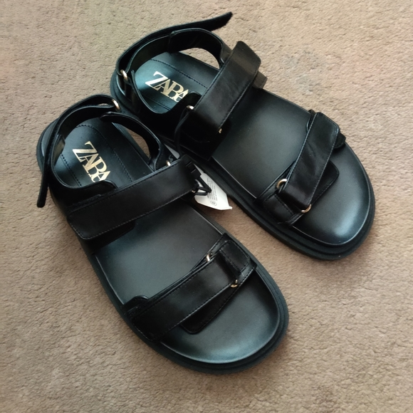 Zara chunky leather flat sandal size 8